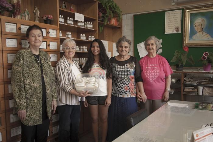 Equipe da Pastoral da Saúde de Novo Hamburgo, liderada pela Irmã Valéria (D), atende mais de 10 mil pessoas em situação de risco alimentar com a Multimistura