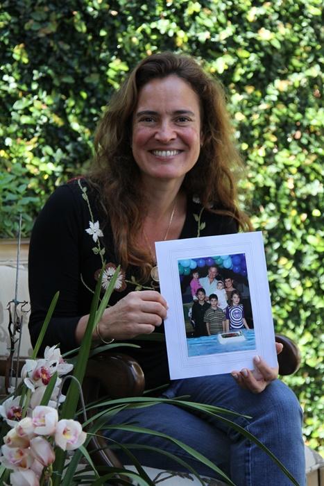 """""""Abri mão de tudo para ser mãe e me sinto plenamente realizada"""", diz Cristina Quadros"""