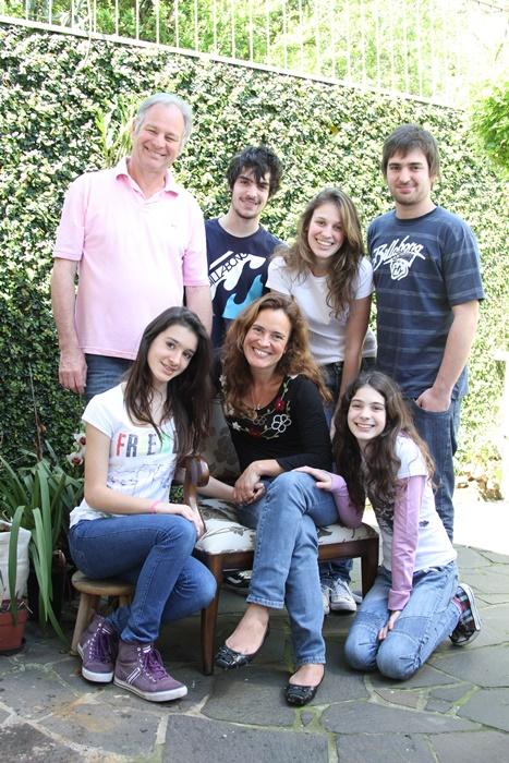 Cristina e Osvaldo decidiram romper com os padrões de classe média e criaram cinco filhos