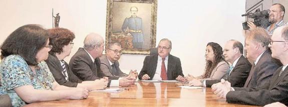 O protocolo foi assinado na Assembleia Legislativa por representantes das redes pública e privada.