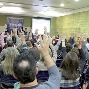 Assembleia realizada no dia 29 de setembro, em Porto Alegre, aprovou pauta preliminar e antecipação das negociações | Foto: Igor Sperotto