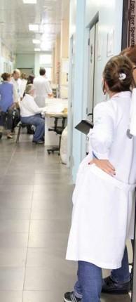 Corredores dos hospitais refletem a predominância branca