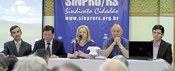 Celso Pacheco (Cobap), Pedro Dornelles (Fetapergs/Cobap), Glória Bittencourt (Apaepers), Pepe Vargas (Câmara Federal) e Victor Bresolin (Sinpro/RS)