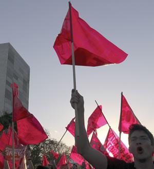 Servidores federais fazem manifestação em Brasília por reposição das perdas acumuladas
