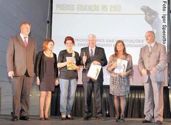 Celso Stefanoski e vencedores de 2011 (ao centro com os troféus): Lorena Consalter Gaib, Tania Rosing, Ivan Izquierdo, Diza Gonzaga e Airton Dipp