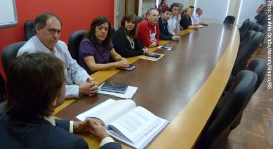 Audiência mediada pelo procurador Fleishmann (E) contou somente com a presença dos diretores do Sinpro/RS