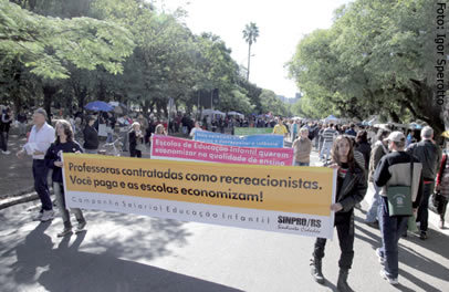Protesto na Redenção, no dia 3 de junho, alertou sobre a realidade dos docentes da Educação Infantil