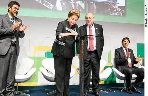 Presidente sanciona o Marco Civil da Internet durante evento, em São Paulo