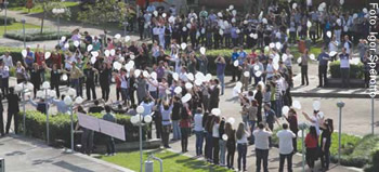 Ato de professores, funcionários e estudantes: mobilização contra a mercantilização