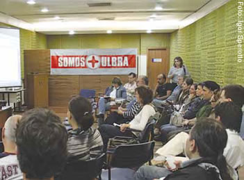 Plenária de professores discutiu futuro da Universidade