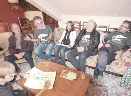 Dayrell (gesticulando) foi homenageado em Porto Alegre por militantes da Agapan