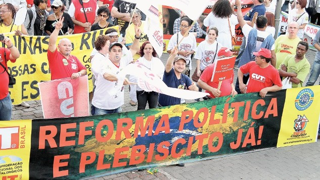Pautada pelas manifestações de junho de 2013, a reforma do sistema político do país será submetida à consulta popular
