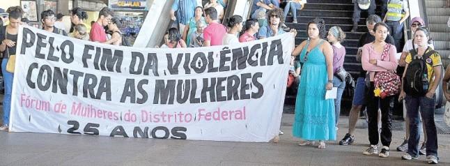 Movimento Copa pra Quem?, na Rodoviária do Plano Piloto, em Brasília, incorpora luta por direitos das mulheres e população LGBT