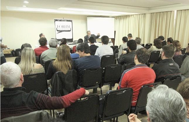 O evento reuniu professores, estudantes e representantes de instituições