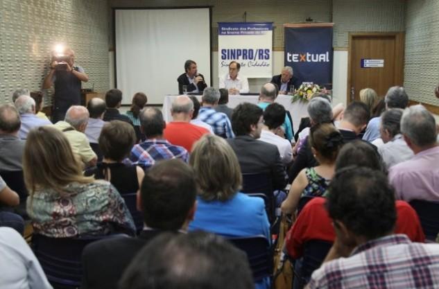 Debate sobre Reforma Política reuniu professores e representantes da sociedade organizada