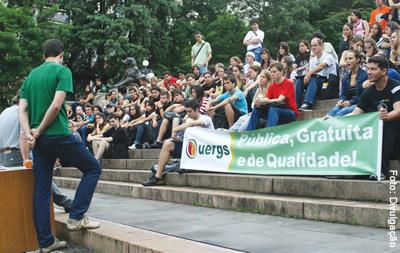 Protesto: aula na Praça da Matriz no primeiro dia da greve