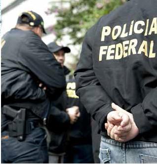 Agentes da Polícia Federal durante ação da operação Lava-Jato
