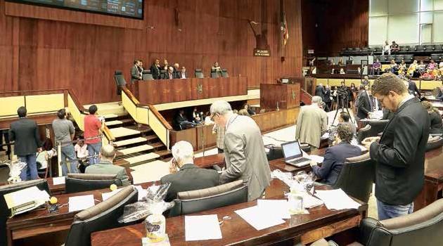Auxílio-moradia para juízes, aposentadoria especial para deputados