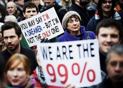 Tema do livro, esteve presente nos movimentos occupy desde 2011