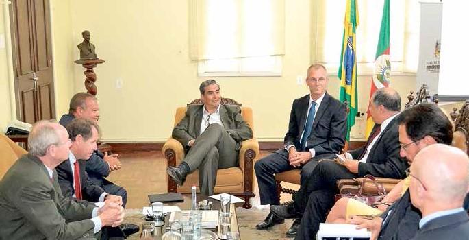 Feltes, reunido com fiscais da Sefaz, foi convidado a palestrar em evento que debaterá pacto federativo, em maio