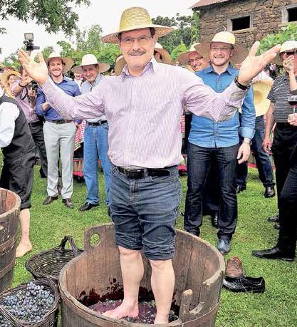 No início de janeiro, o governador participou da abertura da colheita da uva