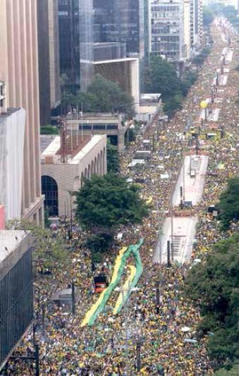 Protestos do dia 15 reuniram 210 mil na Av. Paulista