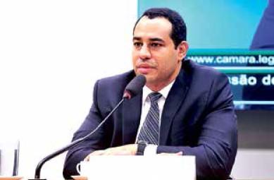 Delegado da Divisão de Repressão a Crimes Fazendários da Polícia Federal, Marlon Oliveira Cajado dos Santos