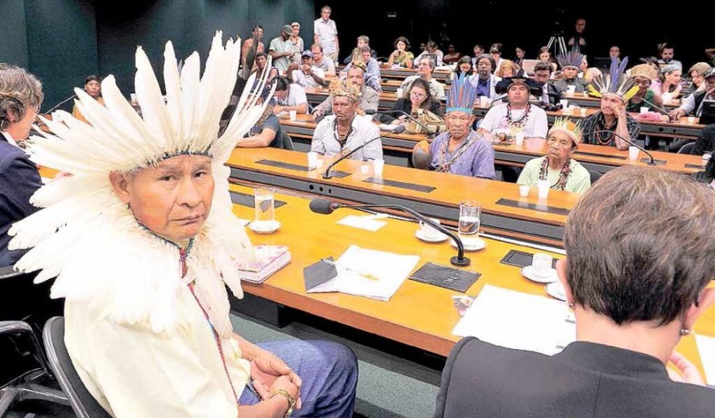 O agronegócio, as mineradoras e as madeireiras estão de olho nas terras indígenas e patrocinam pesado lobby pela aprovação da PEC 215, que dá plenos poderes ao Congresso sobre as demarcações
