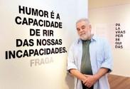 José Guaraci Fraga realiza uma retrospectiva dos 44 anos de sua obra em exposição com palavras que será lançada em livro na forma de catálogo brevemente | Foto: Tânia Meinerz