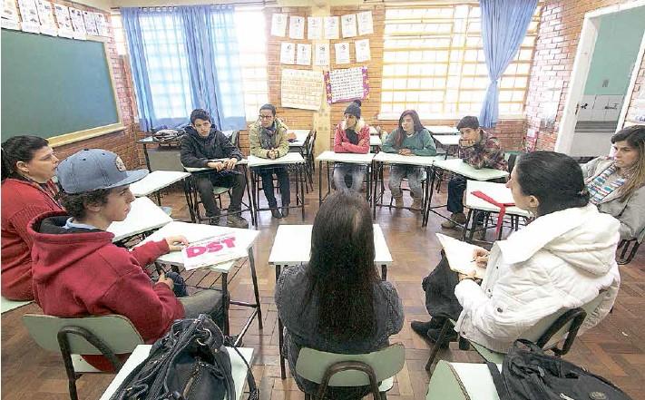 Temas como sexo, drogas, preconceitos e violência são debatidos no programa Galera Curtição, que integra estudantes e professores nas escolas estaduais e municipais