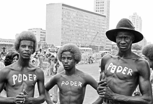 Poder, fotografia da série realizada entre 1972 e 1976, durante o Carnaval carioca, é um dos destaques da mostra X