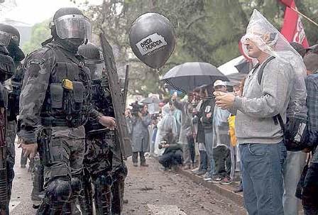 O clima foi tenso e houve casos de trabalhadores agredidos e detidos pela BM