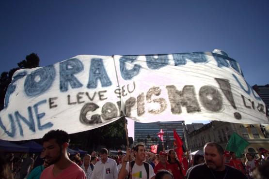 Estudantes pedem a saída de Eduardo Cunha da presidência da Câmara