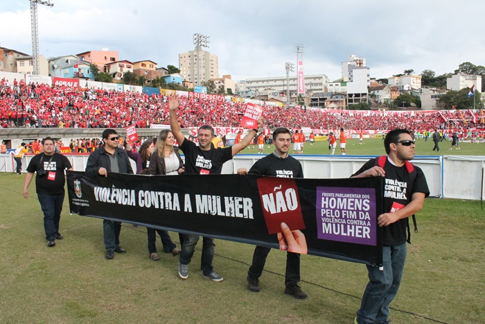 Ativistas da Frente Parlamentar dos Homens Contra a Violência