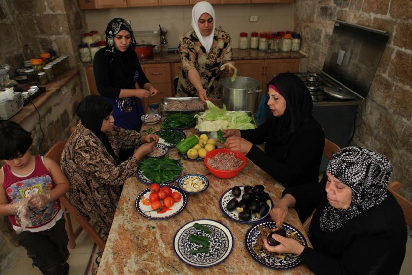 Movimento mobiliza a gastronomia local de diversas partes do mundo, a exemplo dessa oficina com mulheres palestinas