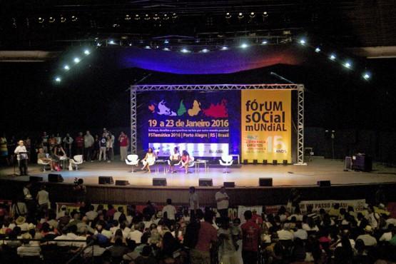 Assembleia de encerramento do FTS Porto Alegre, sábado, 23, no auditório Araújo Vianna