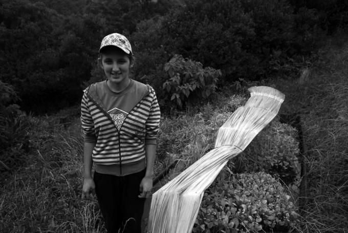 Cheila produz mudas e hortaliças que abastecem toda a comunidade
