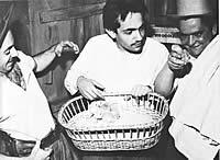 Milton Mattos, Paulo José e Mário de Almeida em cena de A farsa da Esposa Perfeita