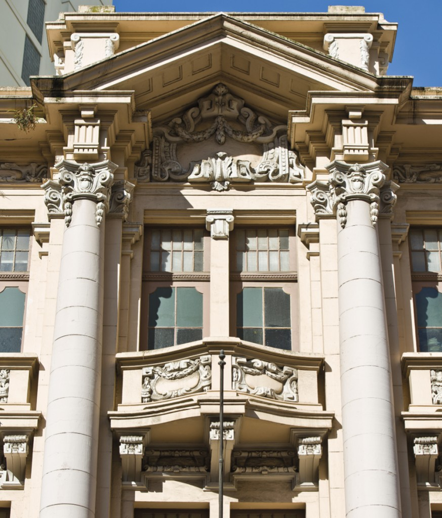 Rigor neoclássico: fachada do Banco Pelotense