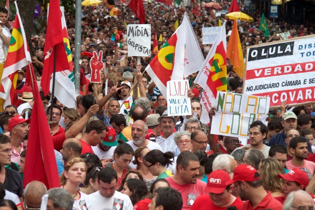 Nobel da Paz em ato do dia do trabalhador em Porto Alegre