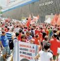 Manifestação em frente à sede da emissora, no Rio, em março, no auge das investidas dos telejornais contra Dilma e Lula e divulgação de grampos ilegais | Foto: Fernando Frazão/ABR