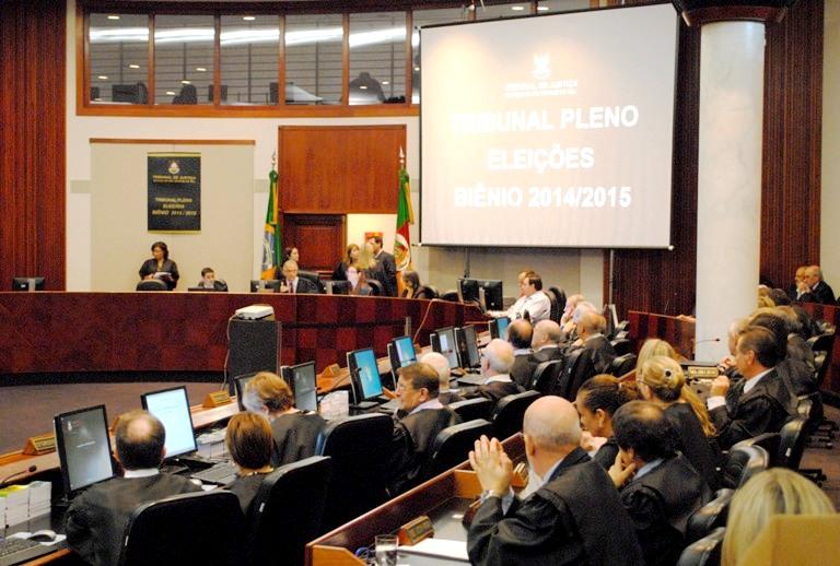 Salários dos juízes excedem teto constitucional