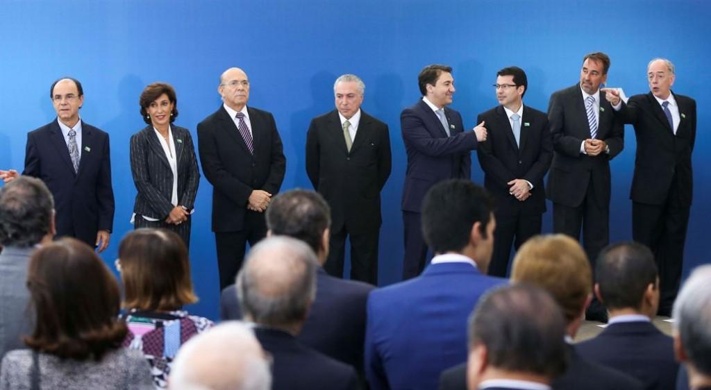 O risco de colocar o Brasil fora da Constituição