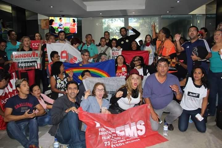 Trabalhadores ocupam o Ministério da Educação, em Brasília