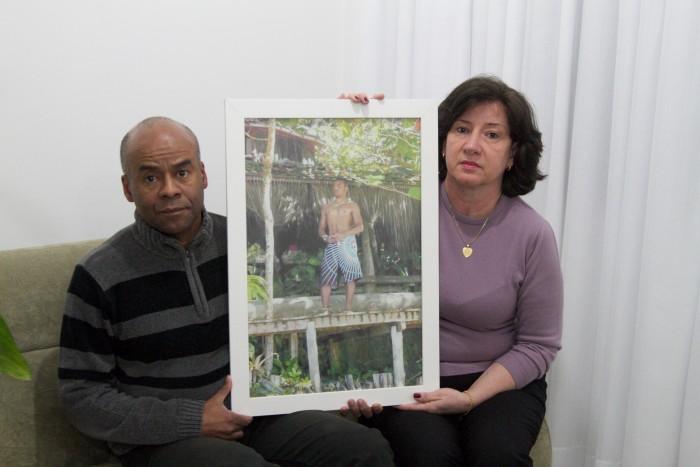Júlio César Rodrigues e Jussara Fösch não se conformaram com a versão de acidente dada por segurança à polícia
