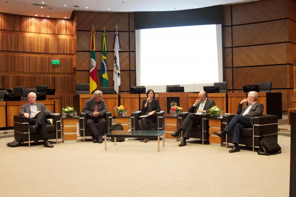 (da esq. p/ dir.) José Felipe Ledur, Antonio Baylos Grau, Beatriz Renck (presidente do TRT4), Ronaldo Curado Fleury e João Antônio Felício
