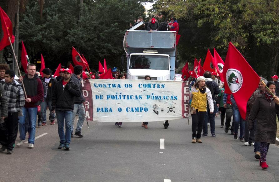 Vigiada por forte aparato militar, Grito dos Excluídos denuncia golpe e promete luta contra Temer