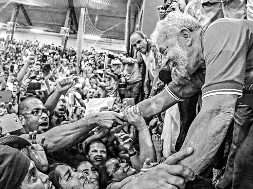 É possível destruir Lula?
