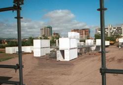 Montagem da Cidade dos Contêineres no Parque Maurício Sirotsky
