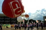 Trabalhadores de diversas categorias fizeram vigília em frente à sede do STF desde as primeiras horas da manhã | CUT Brasília/ Divulgação